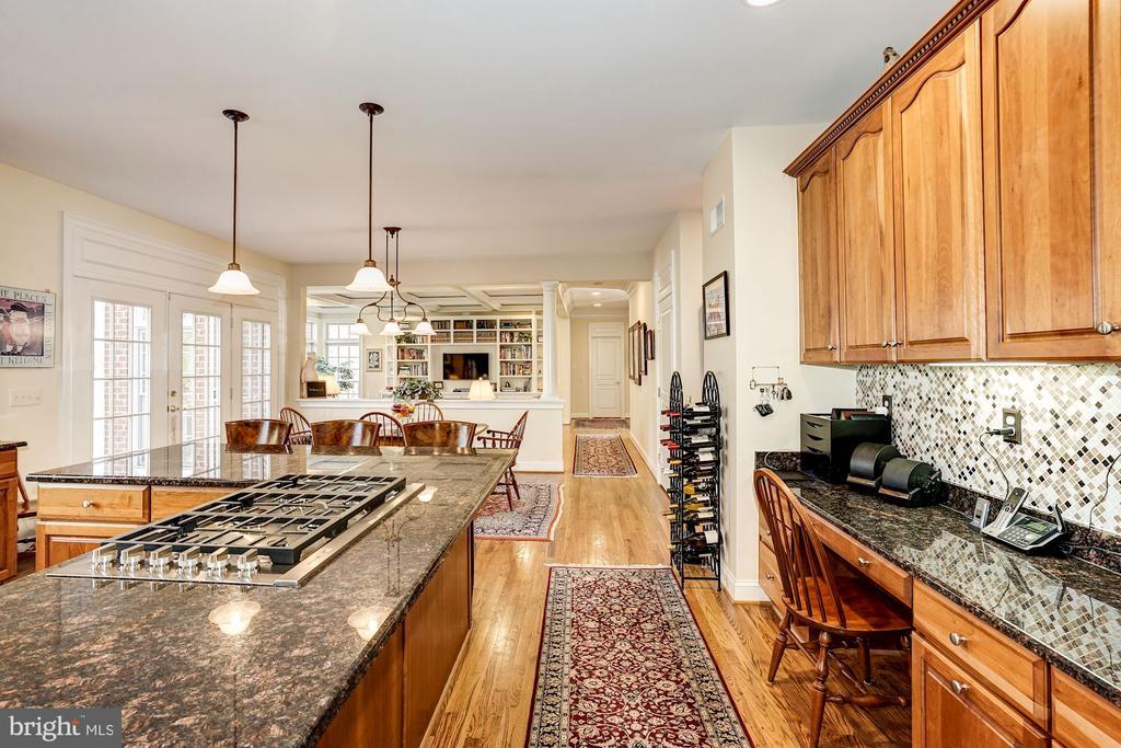 Built-in desk area in kitchen - 3150 ARIANA DR, OAKTON