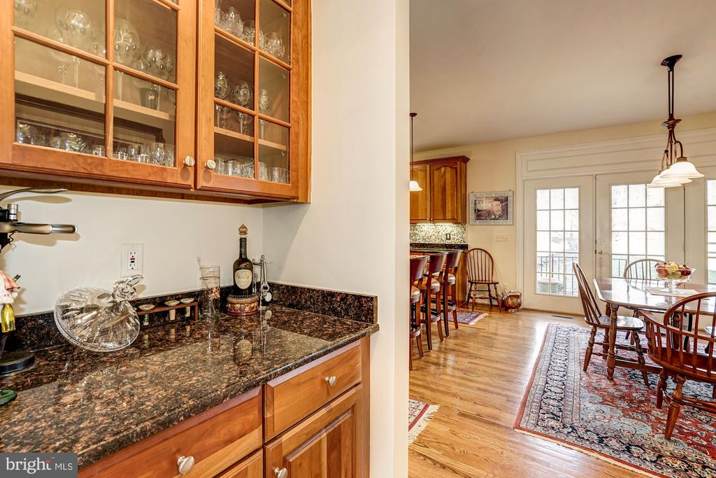 Butler's Pantry leads to kitchen - 3150 ARIANA DR, OAKTON