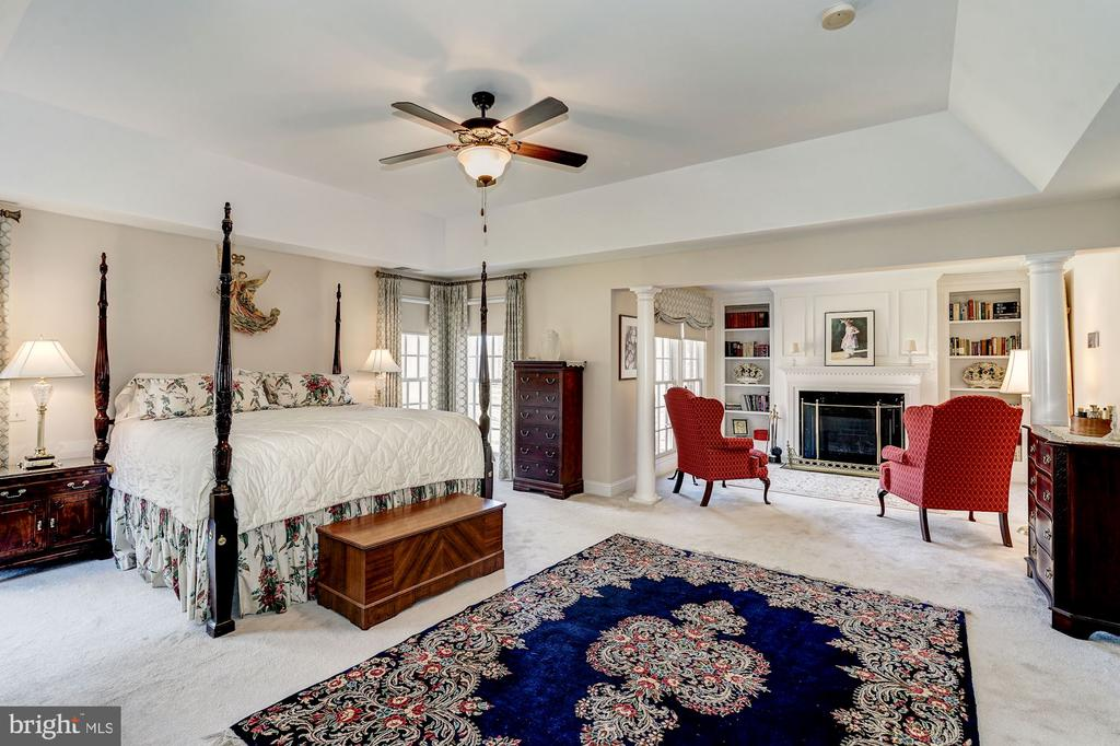 Large Master Bedroom with Sitting Area - 3150 ARIANA DR, OAKTON