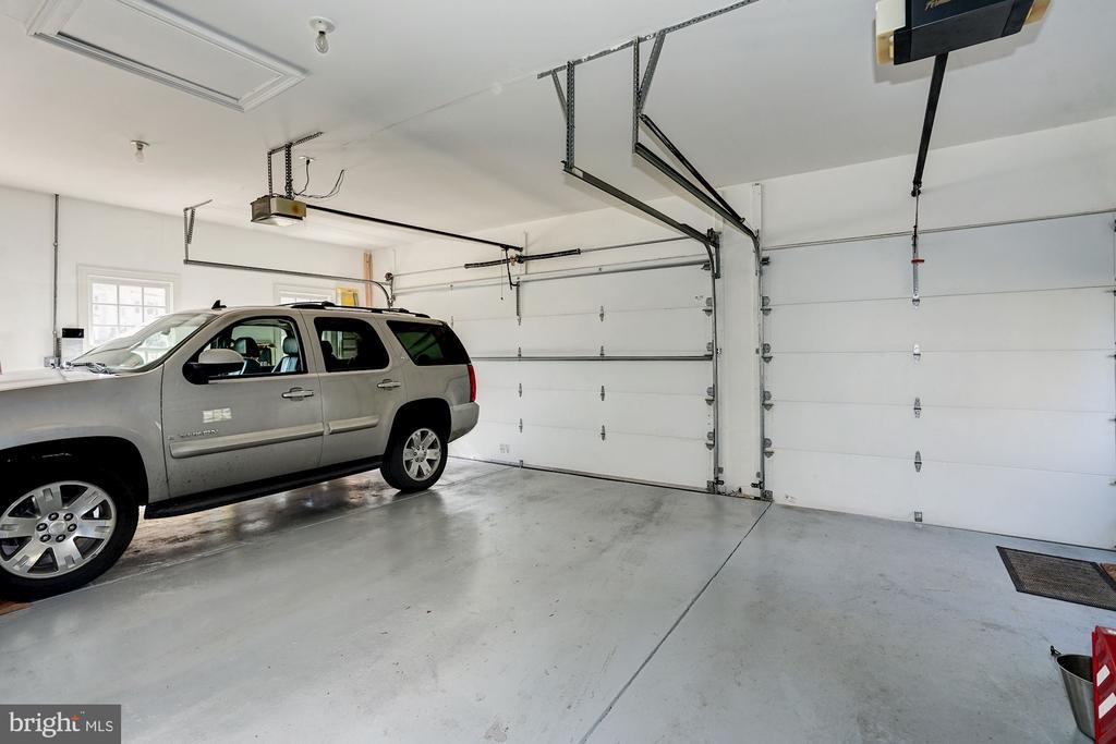 3 Car Garage - 3150 ARIANA DR, OAKTON