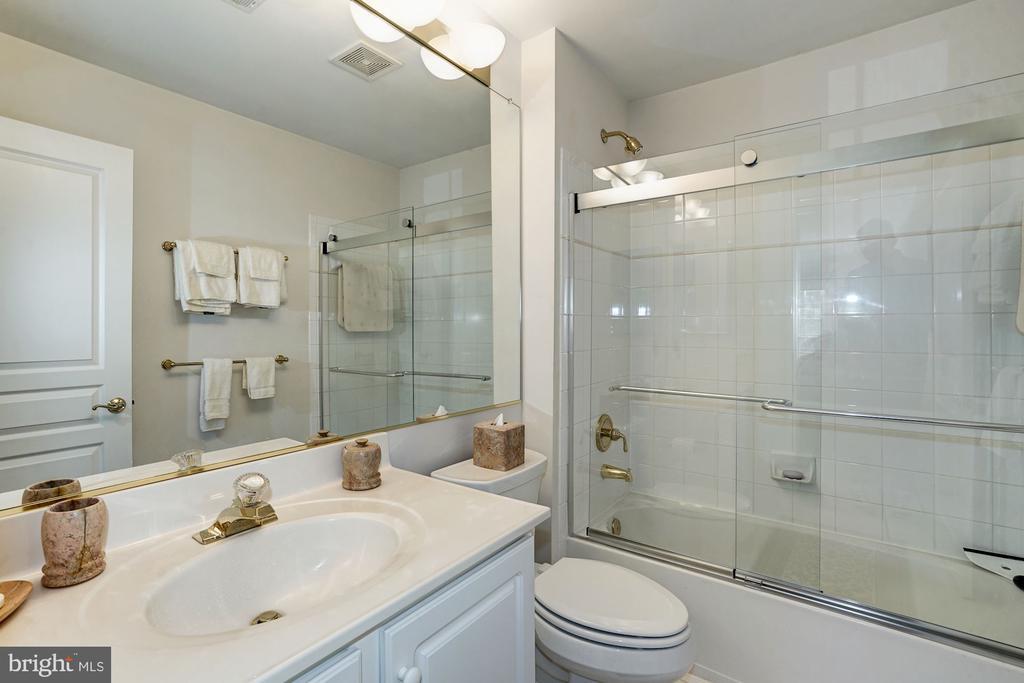 En-suite bathroom - 3150 ARIANA DR, OAKTON