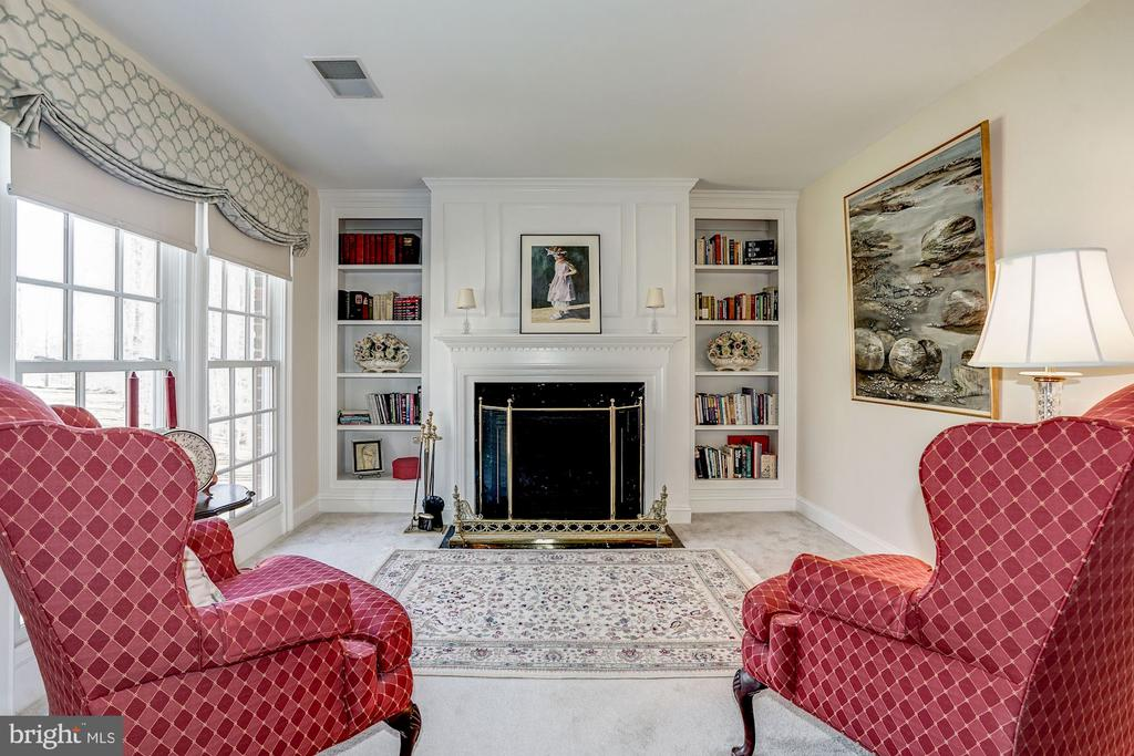 Sitting Area features gas fireplace - 3150 ARIANA DR, OAKTON