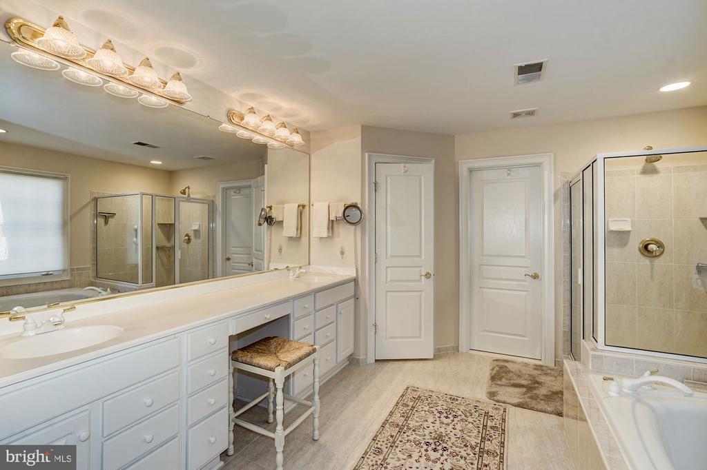 Master Bathroom with soaking tub - 3150 ARIANA DR, OAKTON