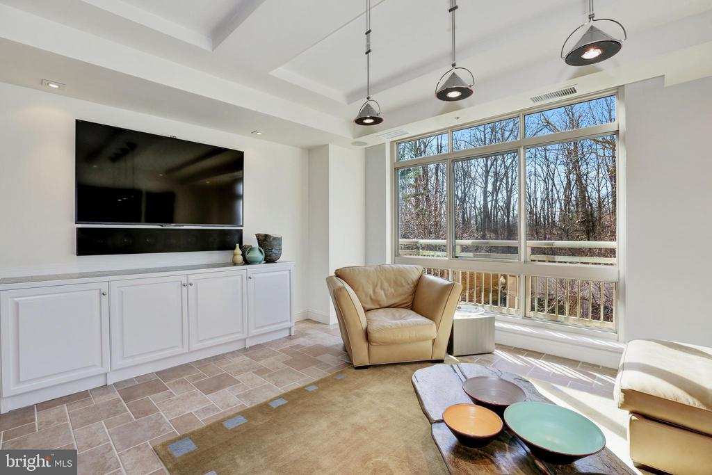 Family Room - 5630 WISCONSIN AVE #202, CHEVY CHASE