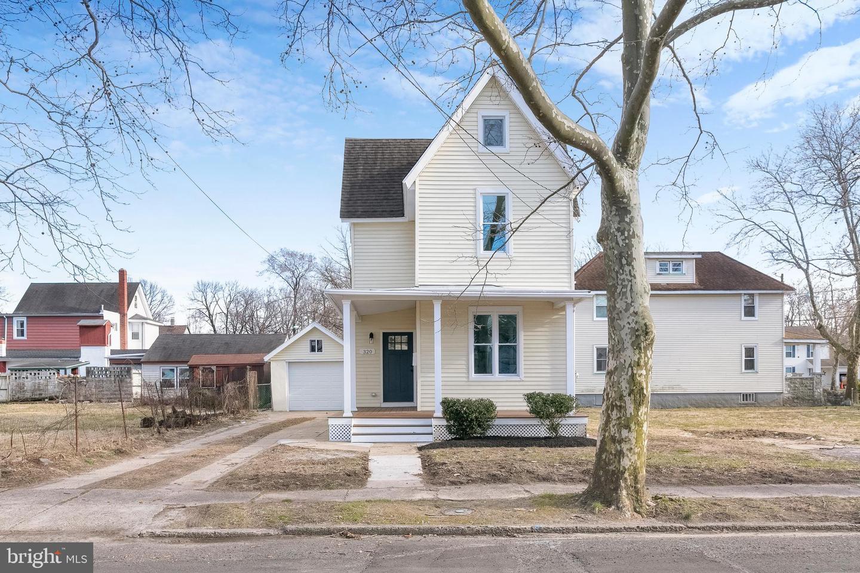 Maison unifamiliale pour l Vente à 320 W 5TH Street Palmyra, New Jersey 08065 États-Unis