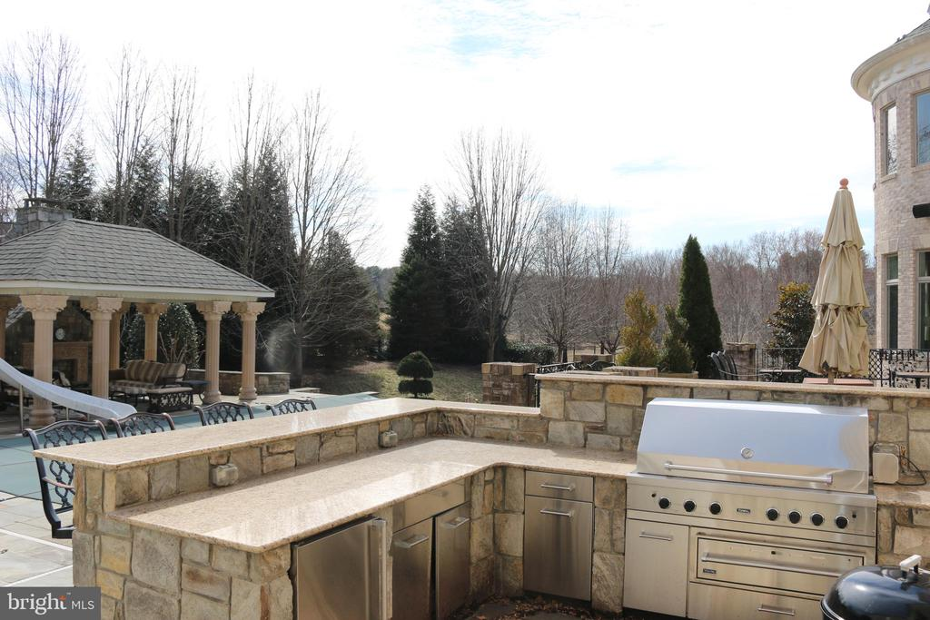 Barbeque area with bar is just poolside - 529 SPRINGVALE RD, GREAT FALLS