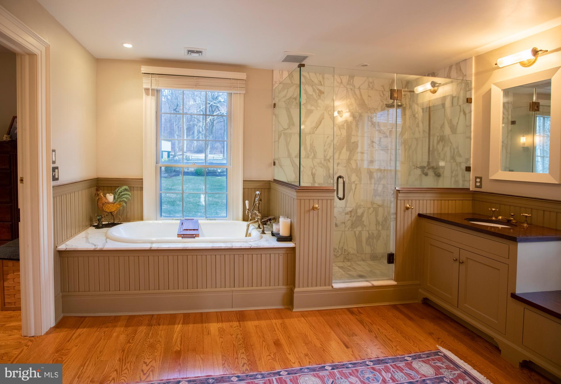 The  en suite master bath room.