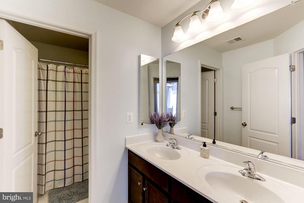 Hallway Bathroom w/ Dual Vanities - 22754 BALDUCK TER, ASHBURN