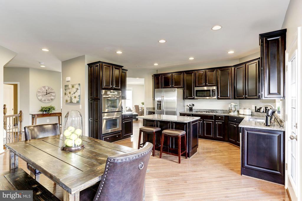 Spacious Kitchen w/ SS Appliances, HW Floors - 22754 BALDUCK TER, ASHBURN
