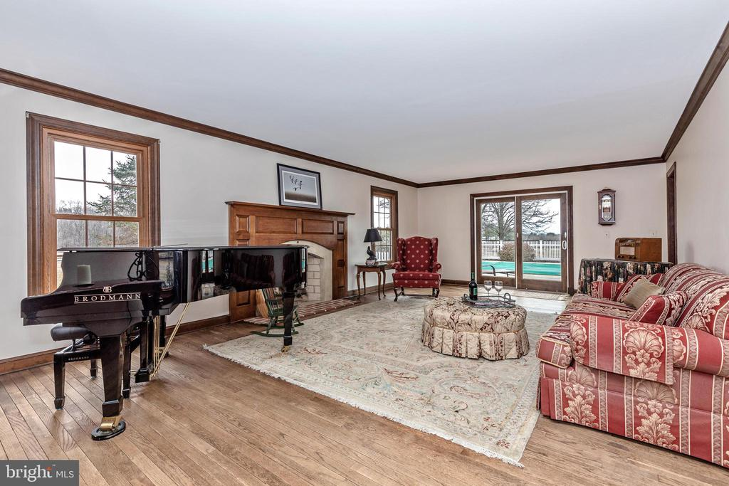 Spacious Formal Living Room - 4320 DAMASCUS RD, GAITHERSBURG