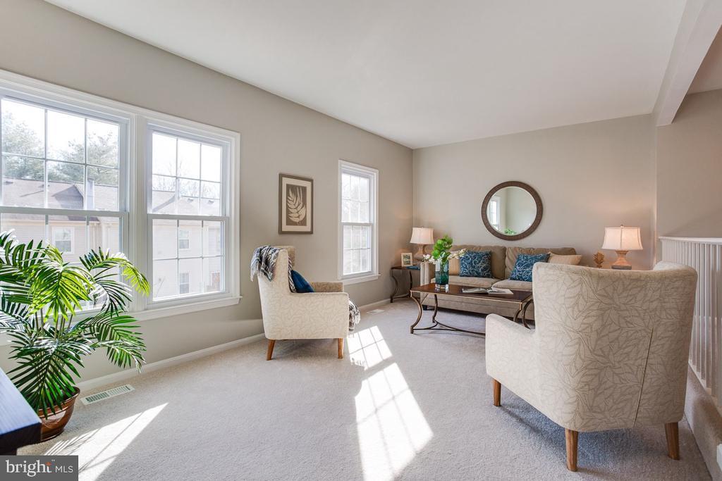 Beautiful Living Room - 5506 LA CROSS CT, FAIRFAX