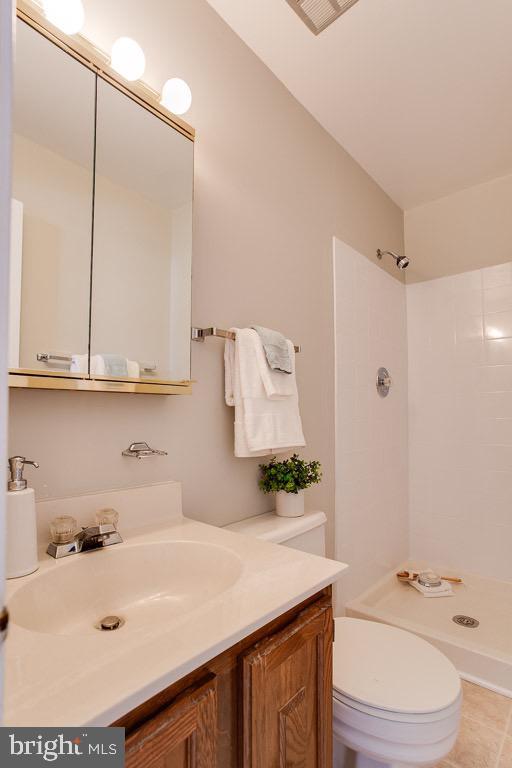 Master Bathroom - 5506 LA CROSS CT, FAIRFAX