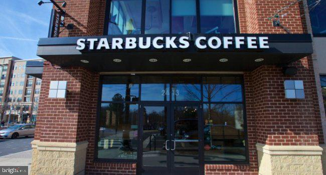Starbucks at Penrose Square - 3813 9TH RD S, ARLINGTON