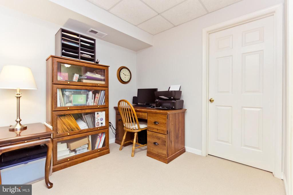 Space for an office - 3813 9TH RD S, ARLINGTON