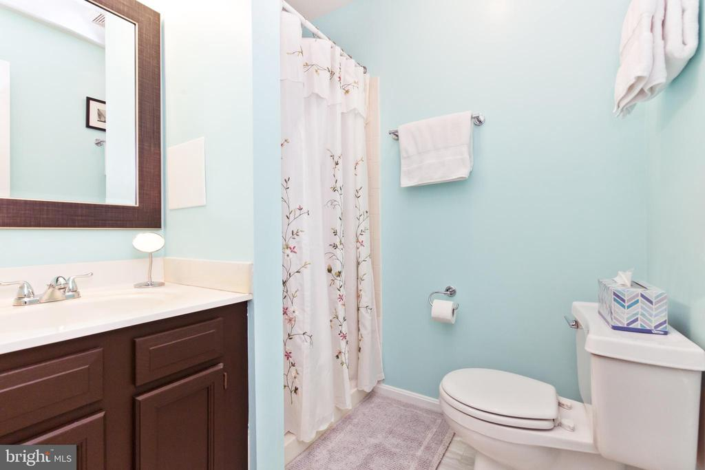 Basement full bath - 3813 9TH RD S, ARLINGTON