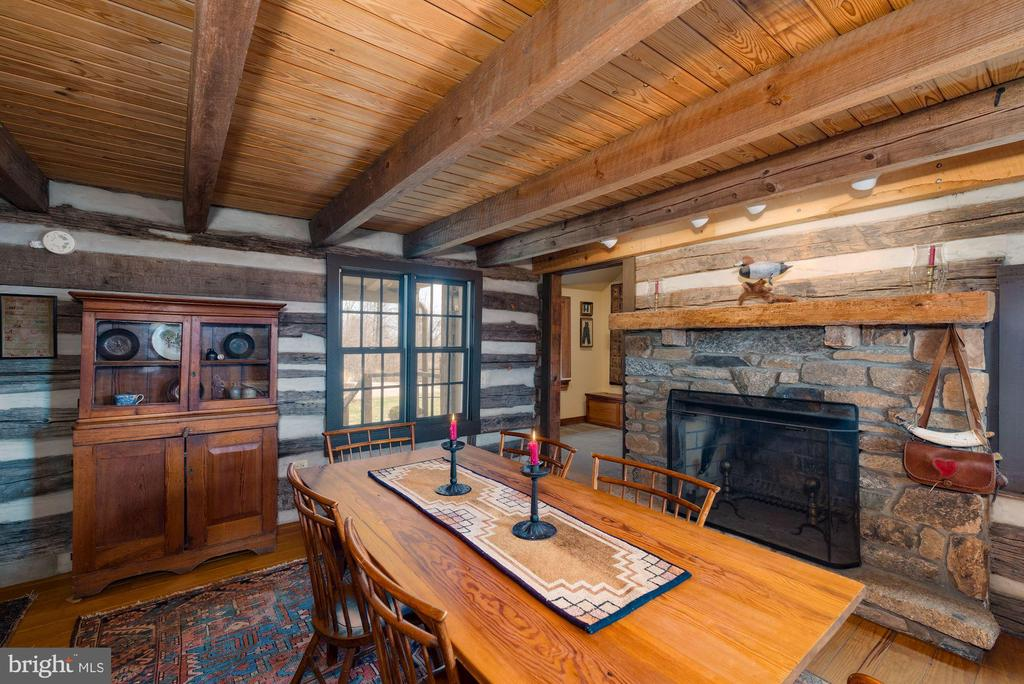 Late 18th century log cabin - 43 GRUNKLE LN, FLINT HILL