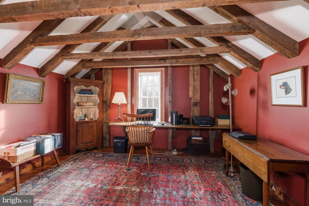 Historic beams - 43 GRUNKLE LN, FLINT HILL