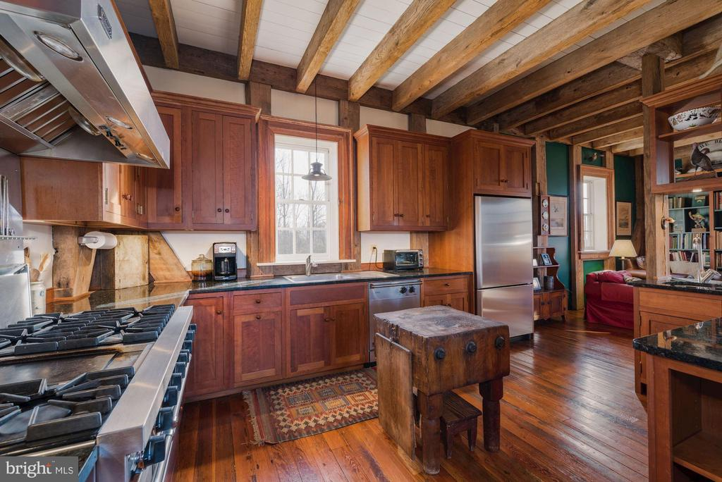 Impressive woodworking throughout - 43 GRUNKLE LN, FLINT HILL