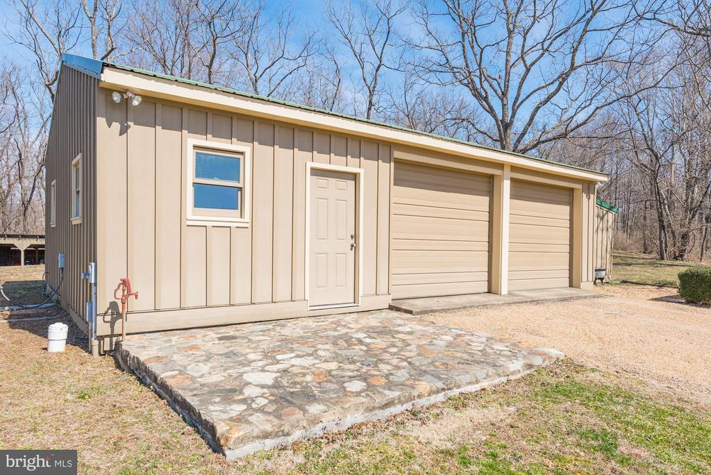Detached garage - 43 GRUNKLE LN, FLINT HILL