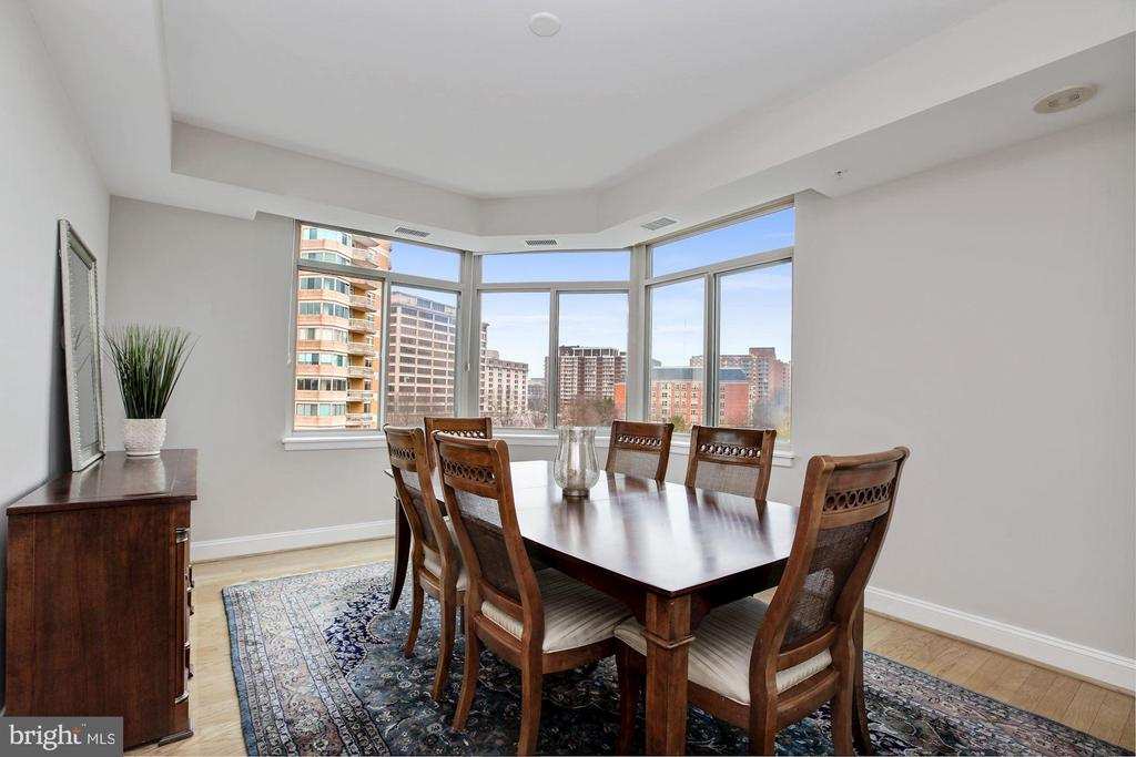 Formal Dining  w/ plenty of natural light - 5630 WISCONSIN AVE #807, CHEVY CHASE