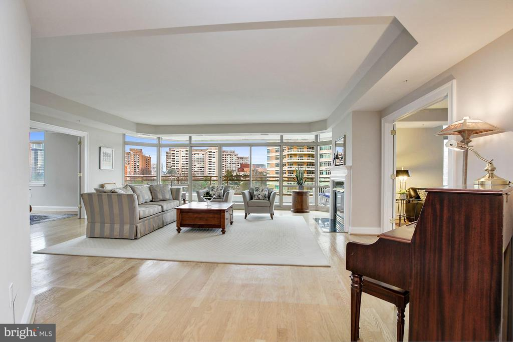 9ft+ ceilings! - 5630 WISCONSIN AVE #807, CHEVY CHASE