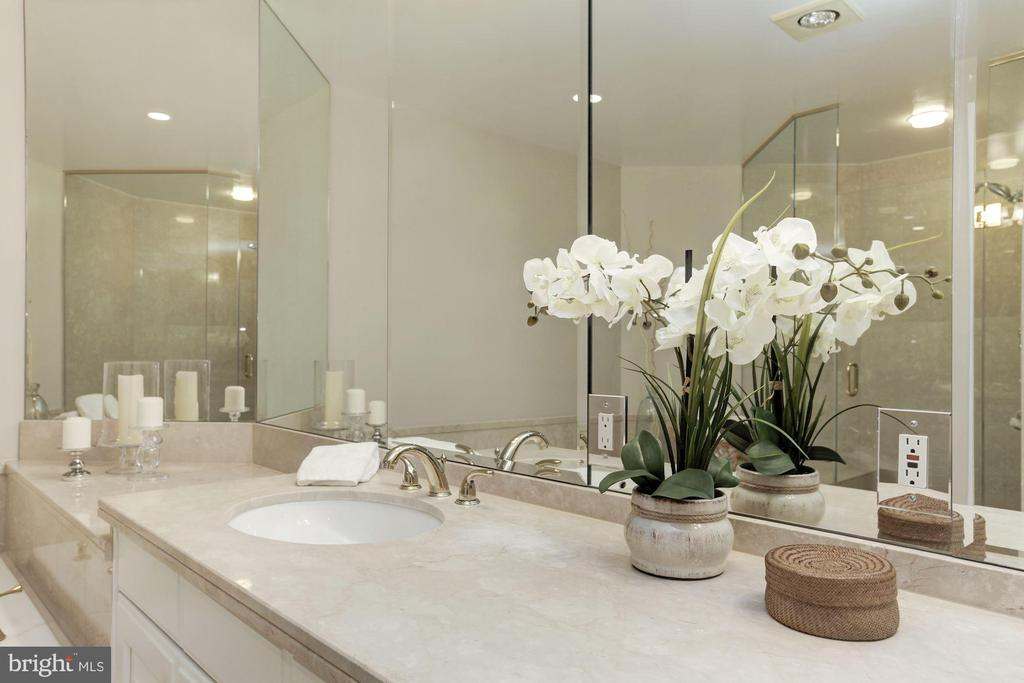 Spa-like! - 5630 WISCONSIN AVE #807, CHEVY CHASE