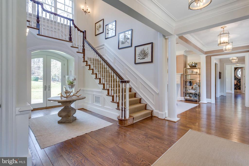 Welcoming foyer - 7301 DULANY DR, MCLEAN