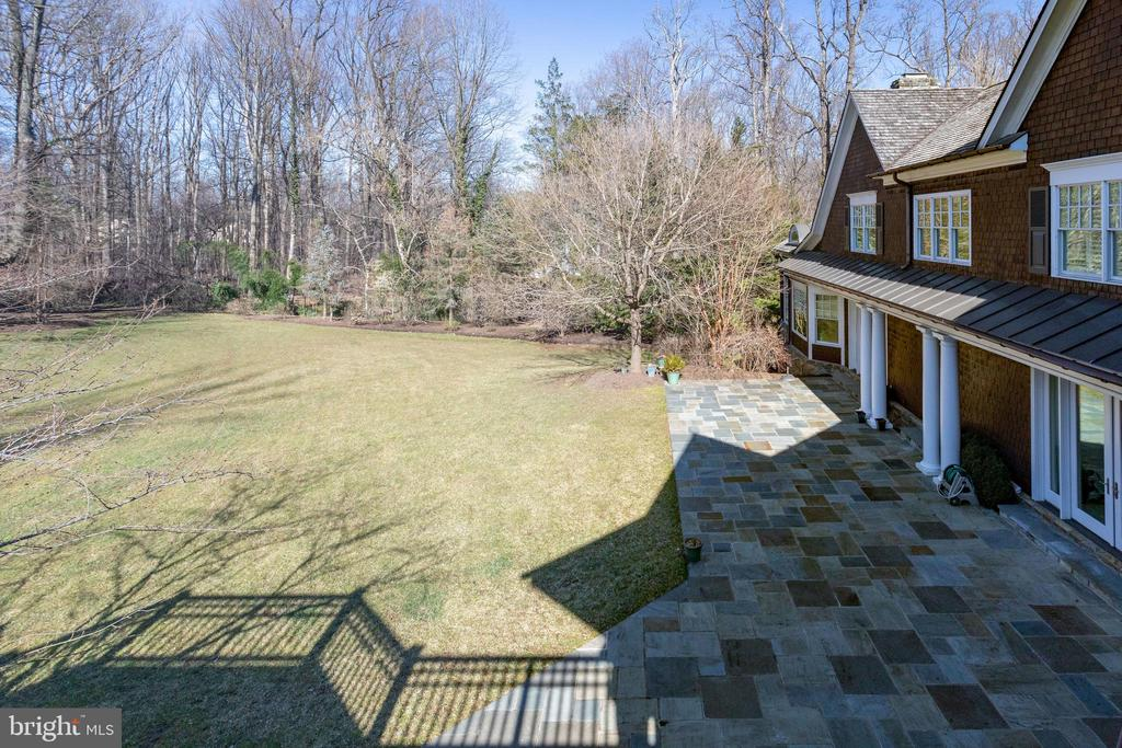 Mstr deck has a great view of the backyard - 7301 DULANY DR, MCLEAN