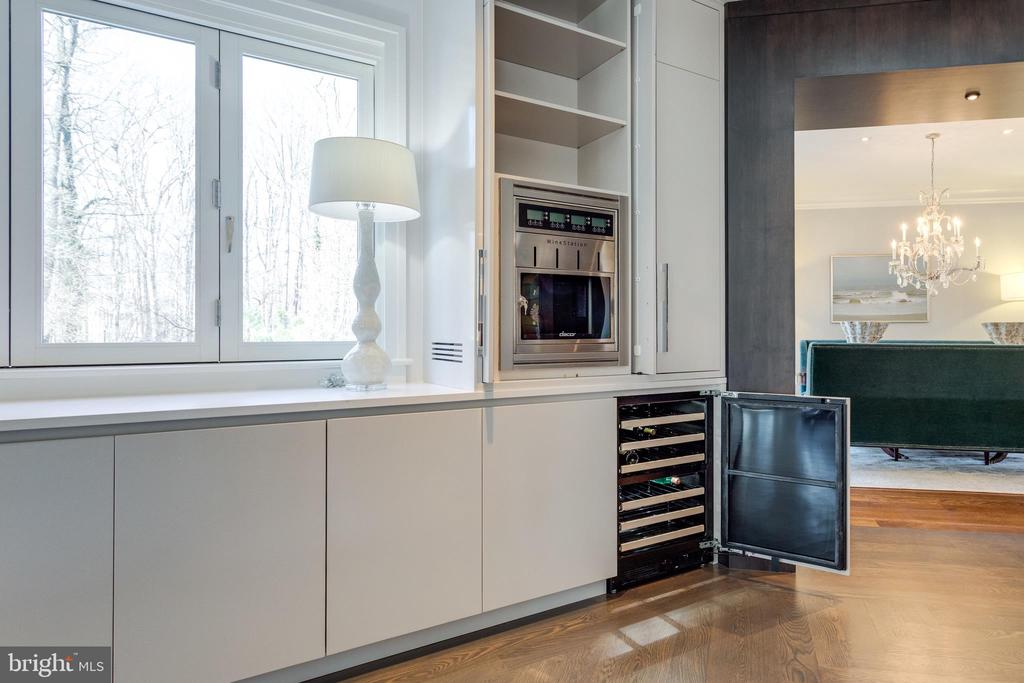 Dacor wine dispenser & wine fridge below - 7301 DULANY DR, MCLEAN