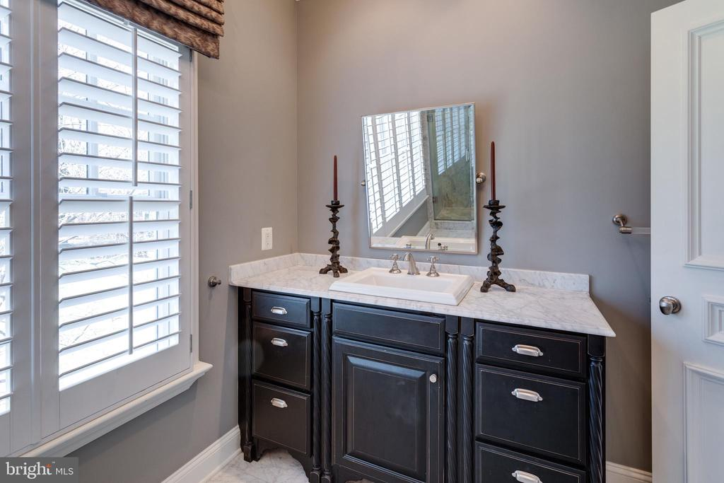 Bedroom 5's en suite bathroom - 7301 DULANY DR, MCLEAN