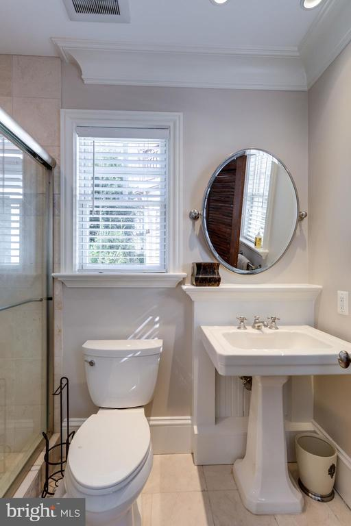 Carriage/pool house full bathroom - 7301 DULANY DR, MCLEAN
