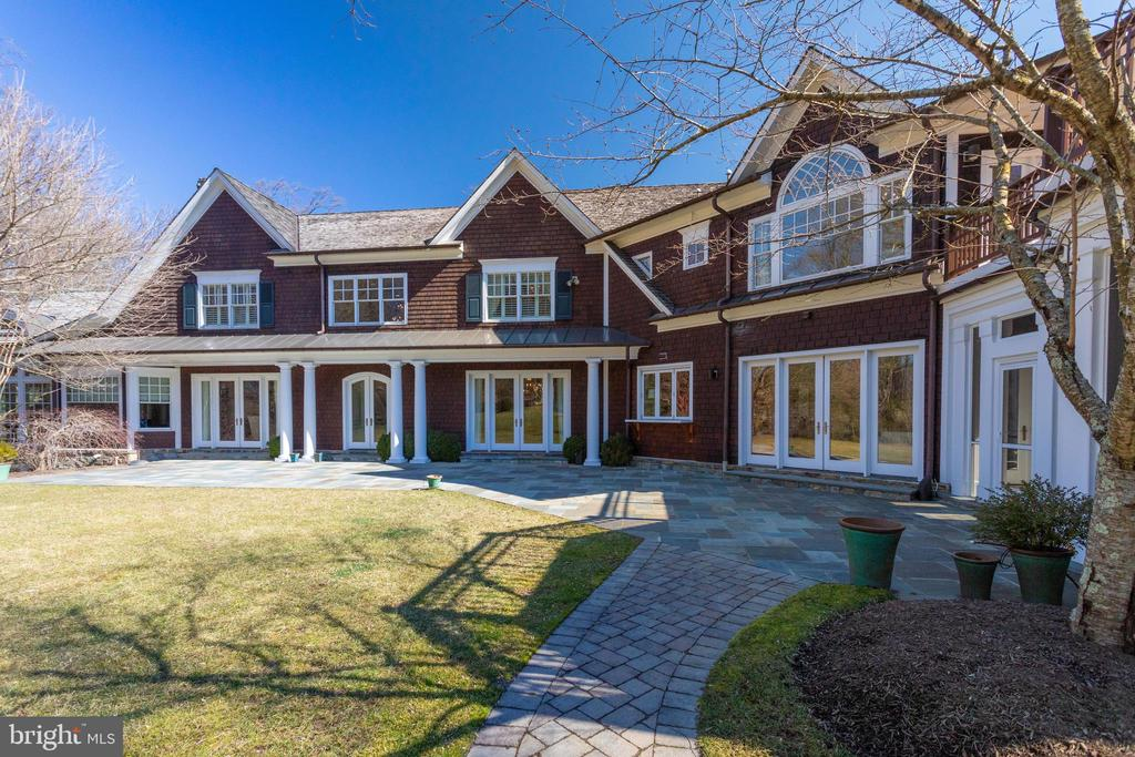 Back architecture is as beautiful as the front's - 7301 DULANY DR, MCLEAN