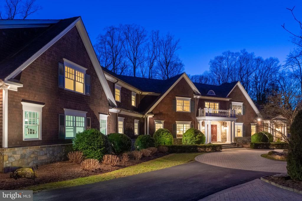This home has classic Hamptons' style - 7301 DULANY DR, MCLEAN
