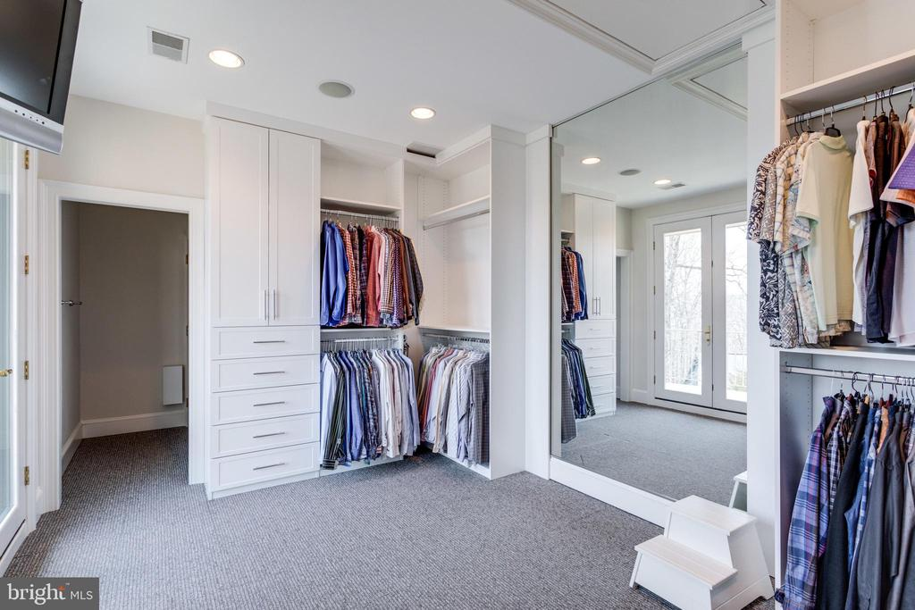 Walk in closet leading to sauna - 9179 OLD DOMINION, MCLEAN