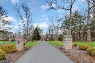 Additional photo for property listing at 11331 Palatine Dr Potomac, Maryland 20854 United States