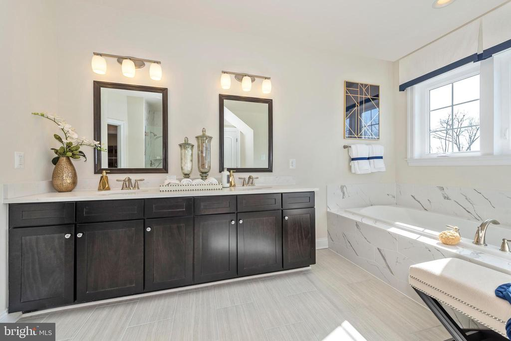 Master Bathroom with Double Vanities - 6437 DRESDEN PL, FREDERICK