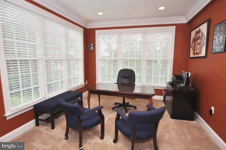 Nice separate Office/Study - 4210 BURKE STATION RD, FAIRFAX