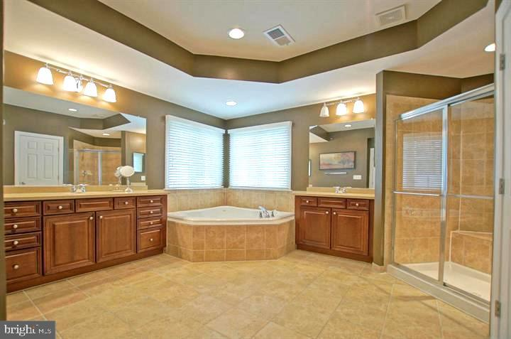 Spa Bath w/ dual vanities, soaking tub & shower - 4210 BURKE STATION RD, FAIRFAX