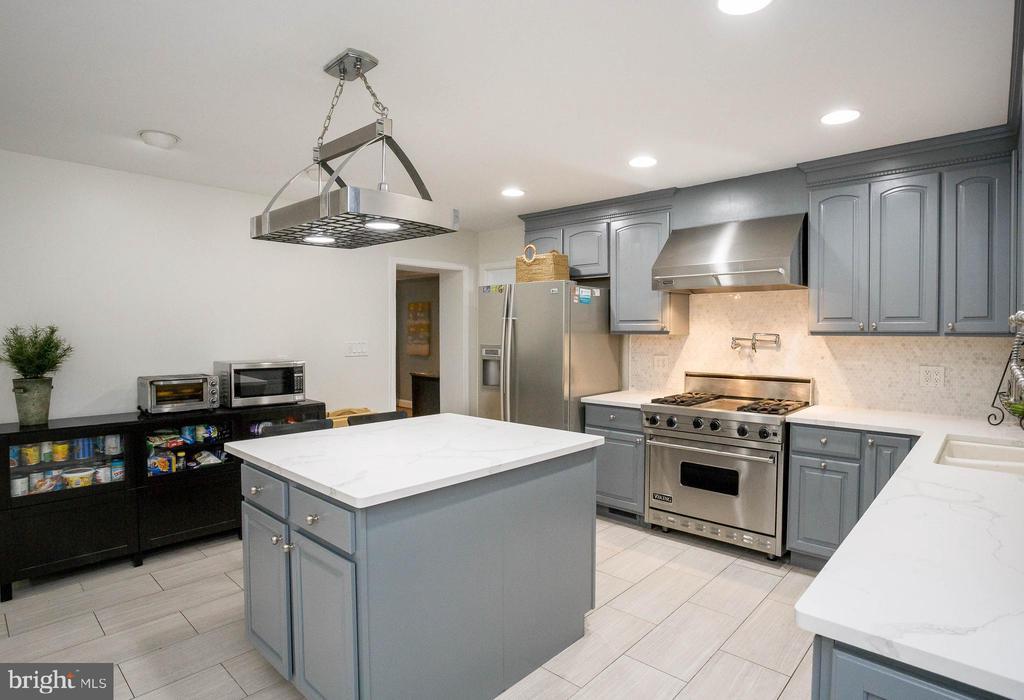 Chef's Kitchen  - Wolf stove and hood - 2704 S JOYCE ST, ARLINGTON