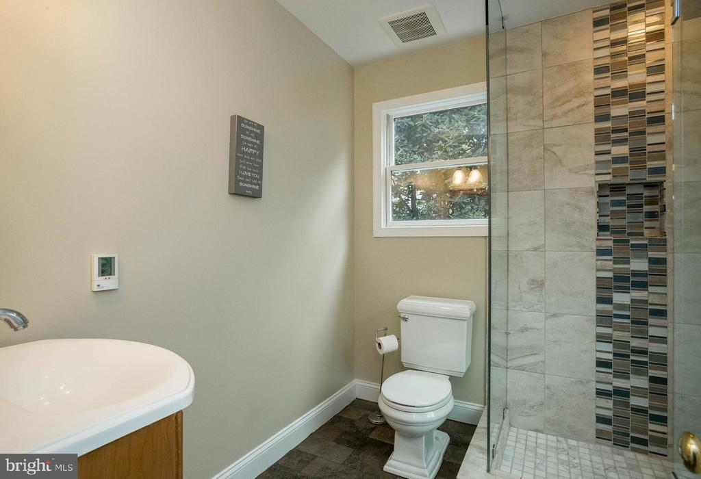 Beautiful tile in attached Bath - 2704 S JOYCE ST, ARLINGTON