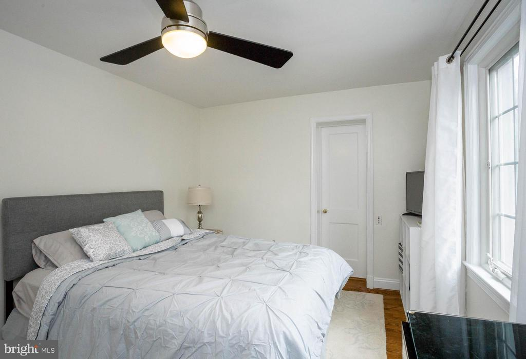 Second Bedroom with attached Bath - 2704 S JOYCE ST, ARLINGTON