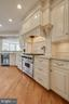 Gourmet kitchen, Viking range - 121 SINEGAR PL, STERLING