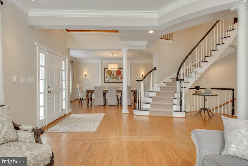 View of dining room and stairwell - 121 SINEGAR PL, STERLING