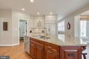 Gourmet kitchen, neutral colrs - 121 SINEGAR PL, STERLING