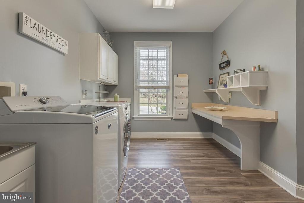 Large laundry room - 121 SINEGAR PL, STERLING