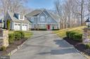 Driveway entrance, great curb appeal - 121 SINEGAR PL, STERLING