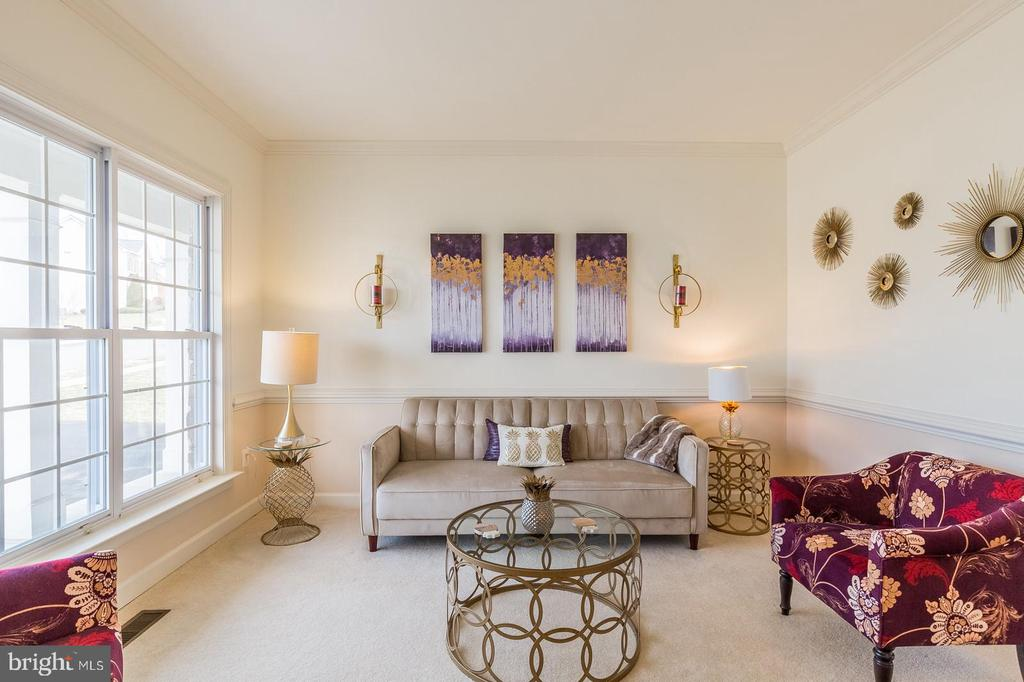 Cozy sitting area to engage with friends & guests - 18487 KERILL RD, TRIANGLE