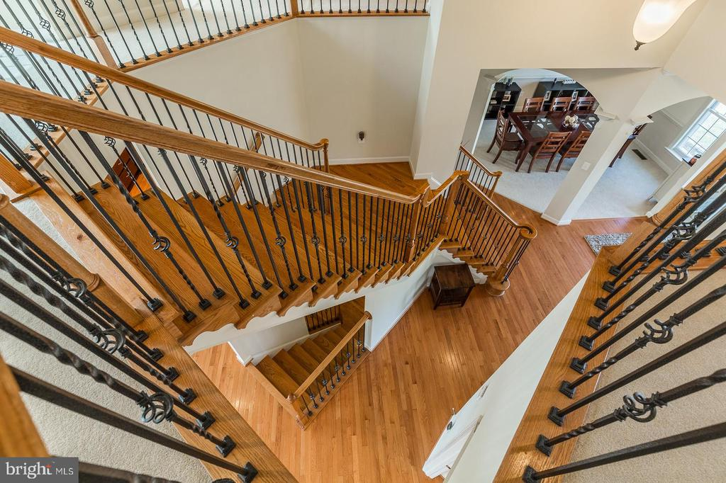 Foyer and staircase view from upper level - 18487 KERILL RD, TRIANGLE