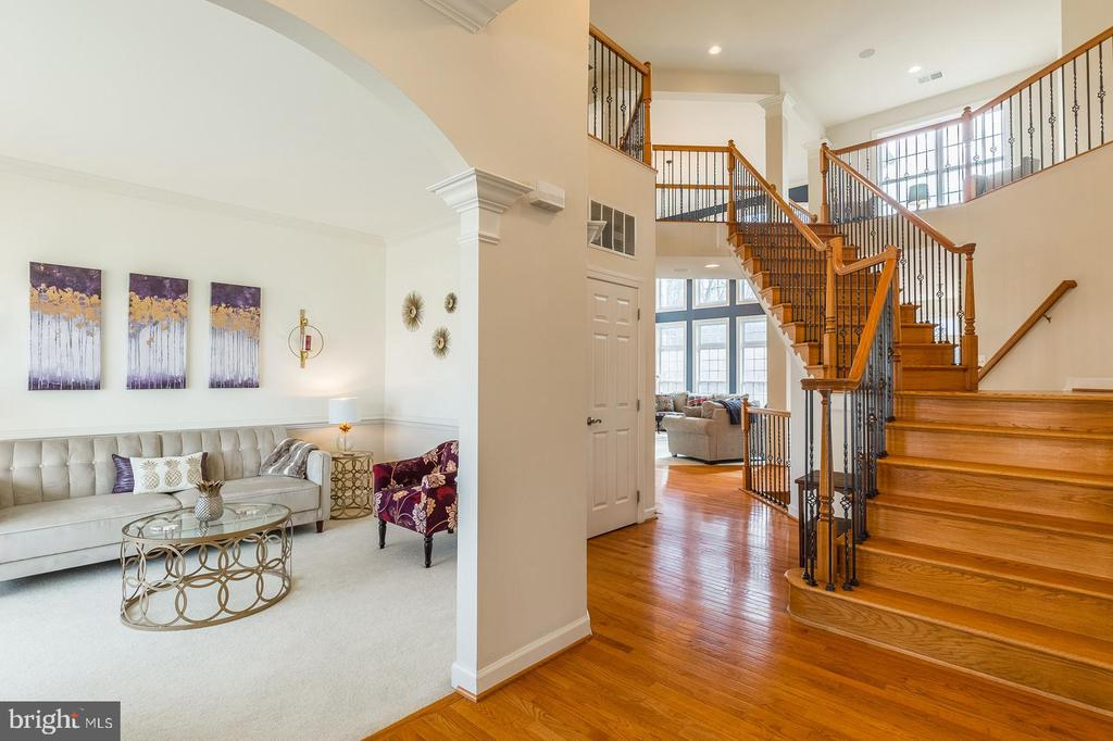 Foyer view into sitting area - 18487 KERILL RD, TRIANGLE