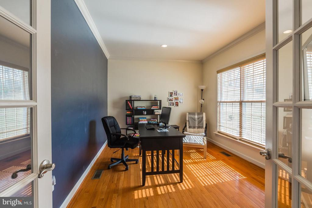 Study/office with fine view to rear yard and trees - 18487 KERILL RD, TRIANGLE